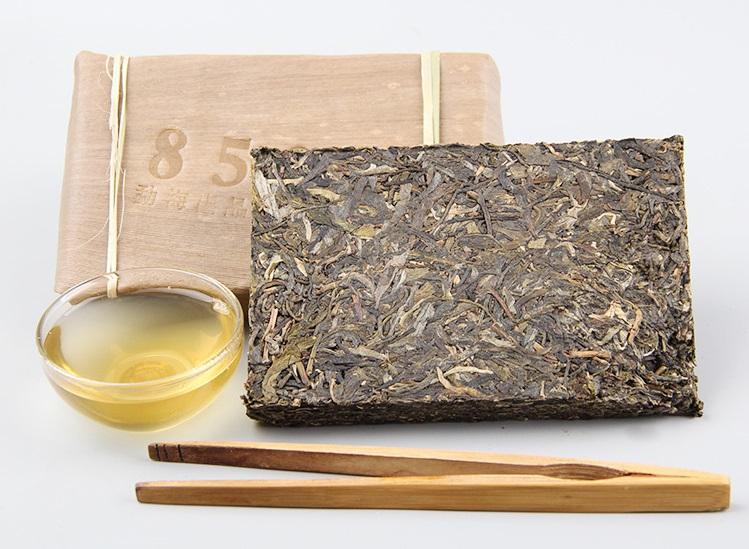 Raw Pu-Erh (Menghai Classic: 8582 / 2005 m.) arbata (250 g.)